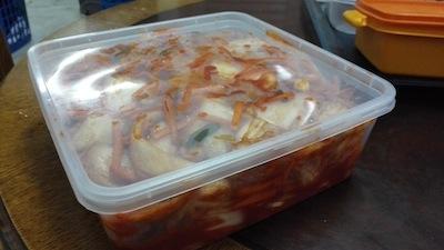 12 simpan dalam bekas bertutup dalam peti ais