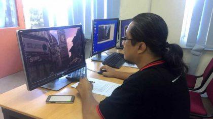 Sedang Marking & Grading Hasil Kerja Student